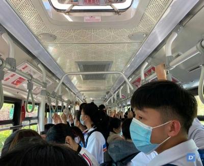 章丘十路公交车上全是学生!今天周六咋这么多学生?