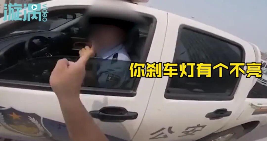 """河北交警因""""未使用安全带,开车接打电话电话等""""违法行为被调离岗位!"""
