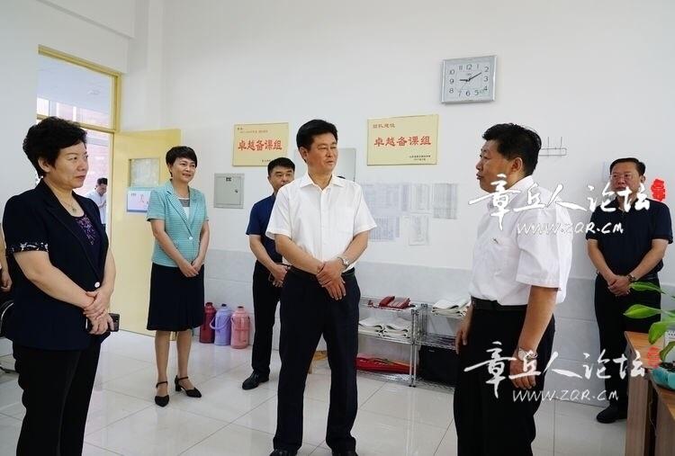 区委书记马保岭走访慰问一线教师