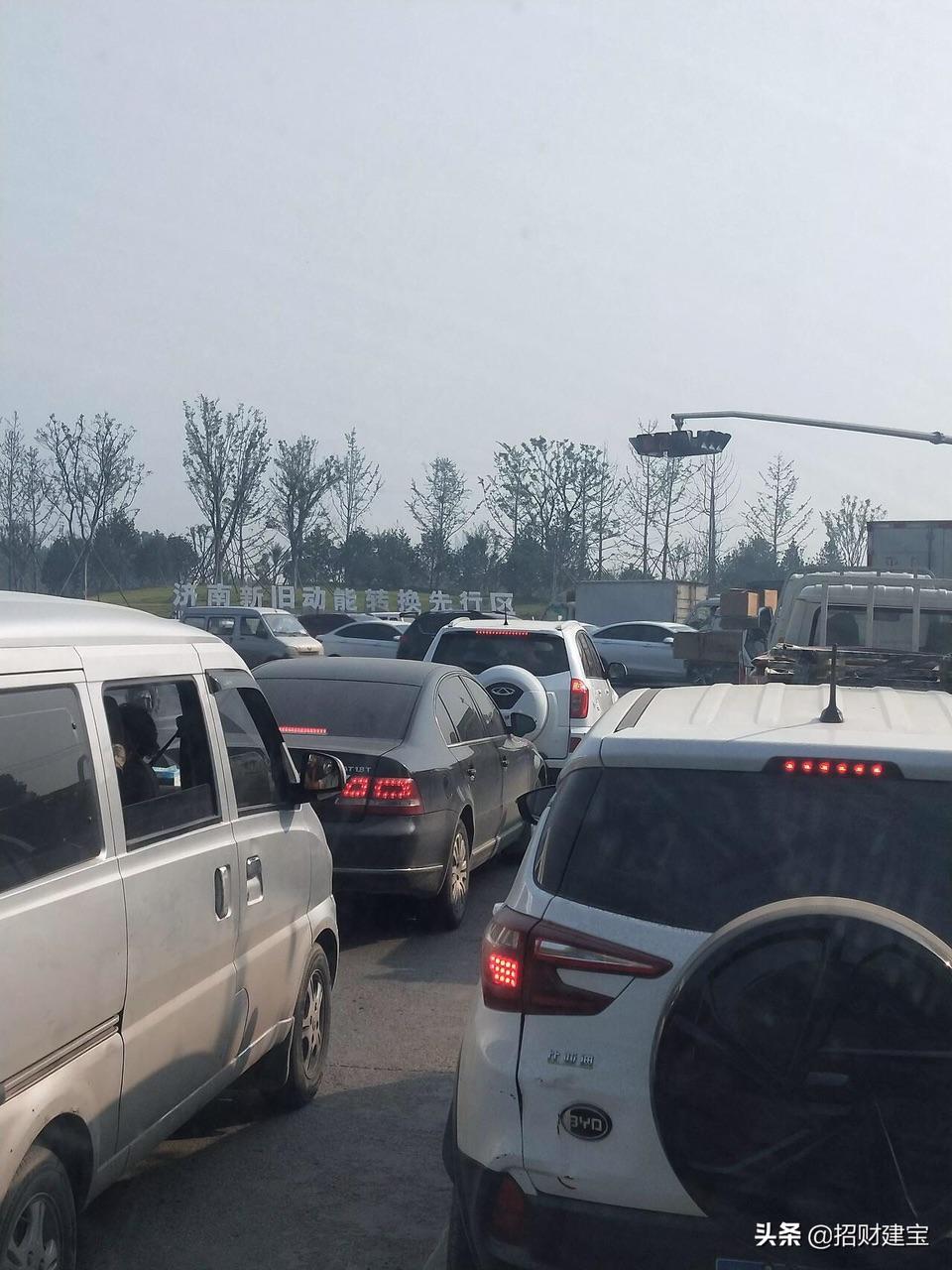 先行区黄河大桥拥堵