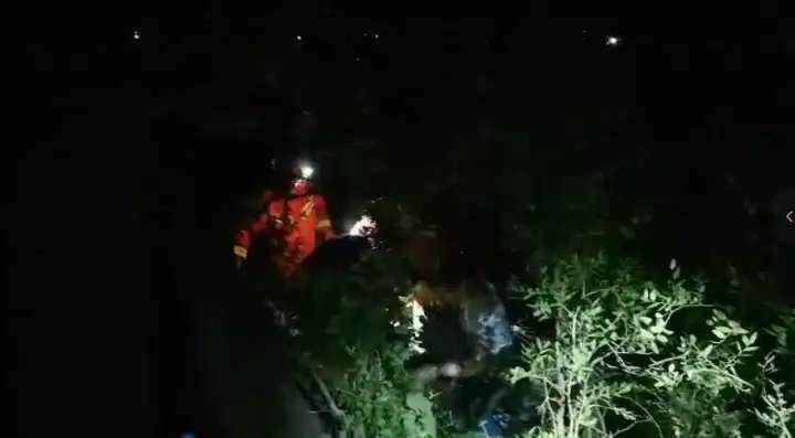 济南8人被困华山, 消防深夜救援