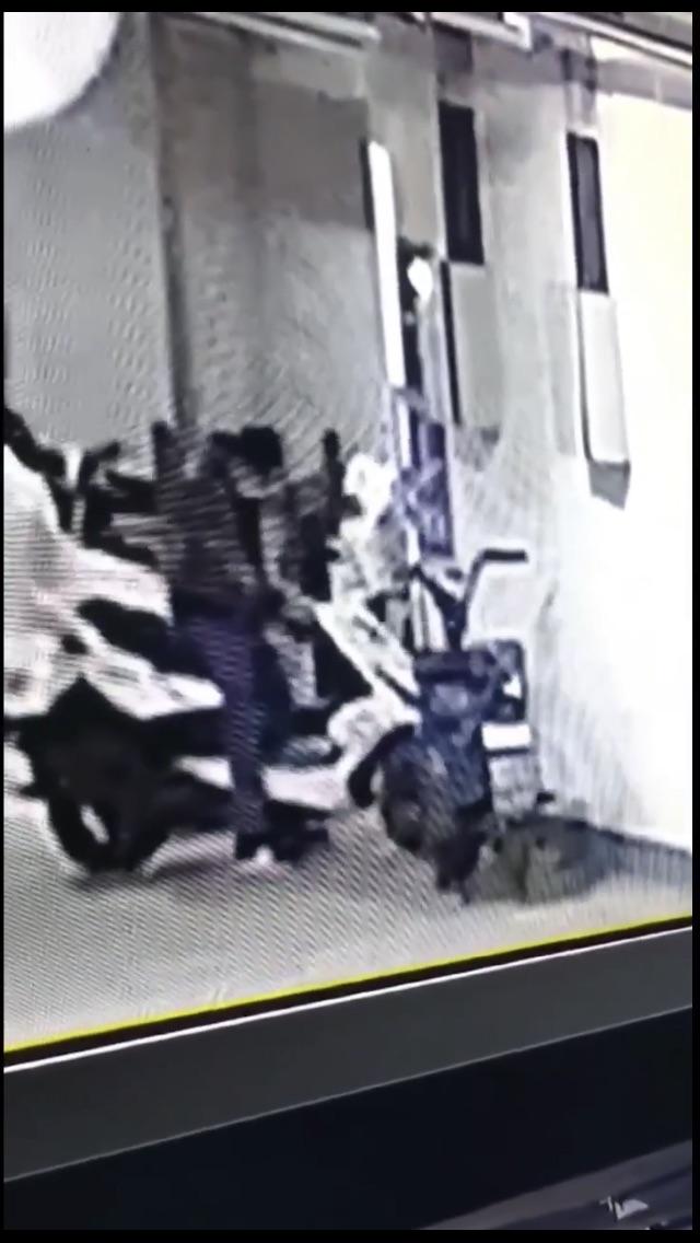 章丘惊现偷车贼!章丘贺套社区地下车库凌晨两点进贼了!