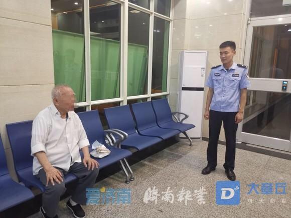 孤身一人!一9旬老人来章丘,被公交司机送到了警察局...