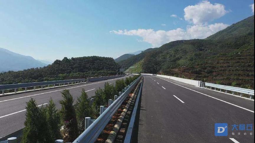 从济南交警了解到: 因道路施工,暂时封闭青兰高速玫