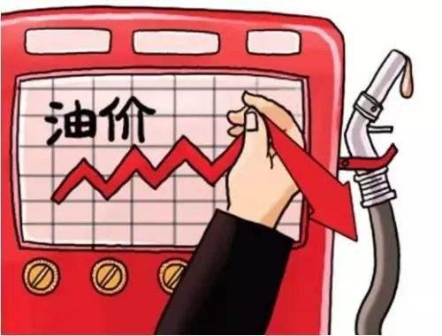 12月17日,油价或迎三连涨,车主加满一箱油多花5.5元。